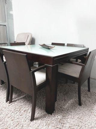 Mesa con sillas para comedor o salón
