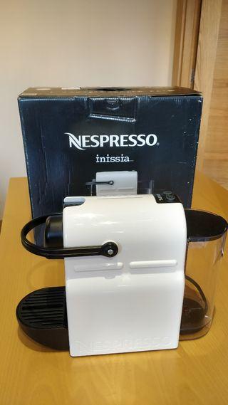 Cafetera Nespresso Inissia (con caja)