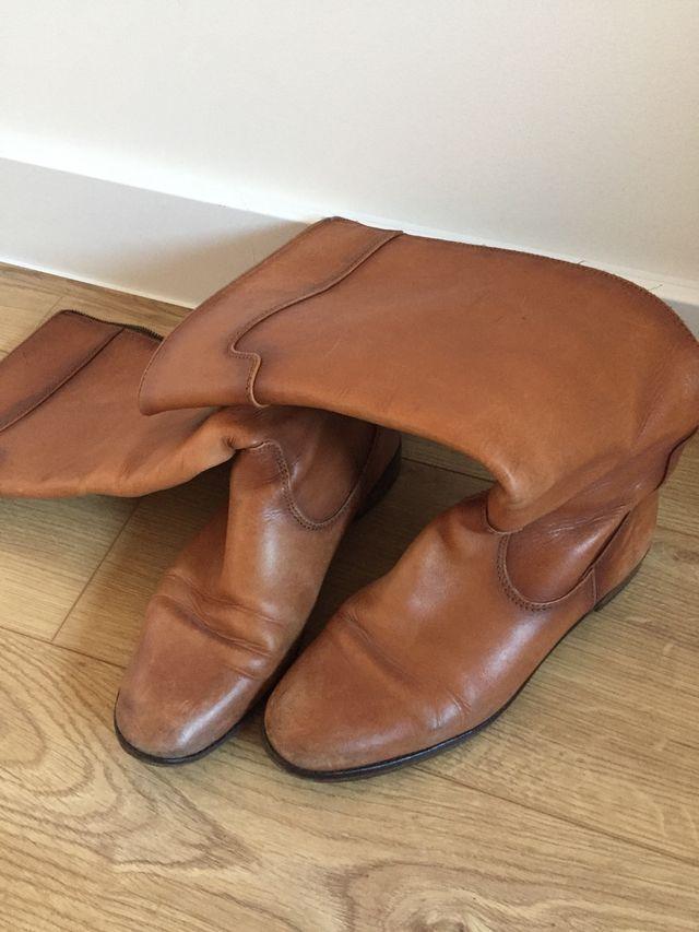 Botas altas piel marrón Uterqüe