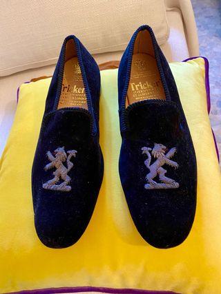 Zapatos Slipers negros marca Tricker's. Nuevos