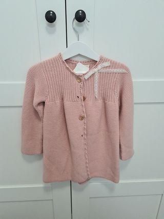 Abrigo rosa empolvado con detalle lazo nanos