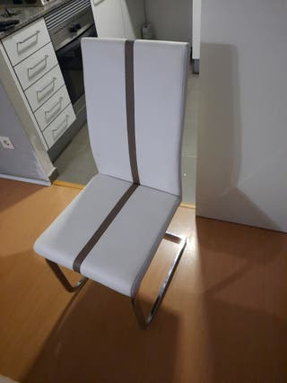 mesa de comedor con sillas