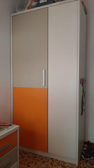Armario infantil con puertas no simétricas