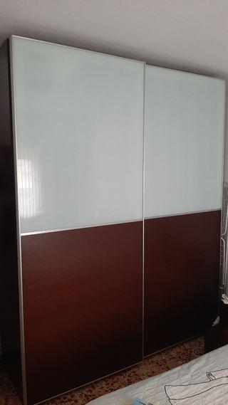 Armario con puerta corredera de aluminio