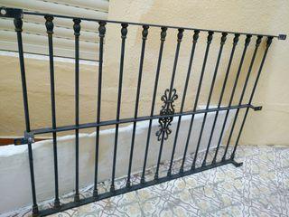 Reja y puerta de estilo forja