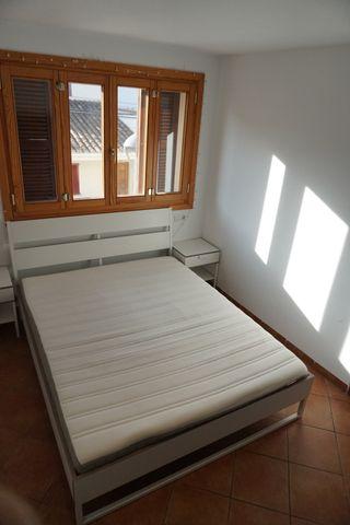 Conjunto de cama mas mesitas.