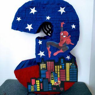 piñata número Spiderman