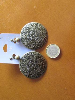 Pendientes estilo árabe de Claire's nuevos