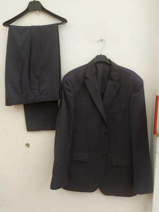 traje de chaqueta azul marino