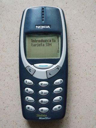 Nokia 3310 original con batería de repuesto.