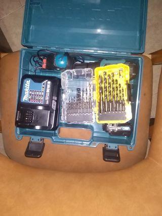 taladro de batería makita con brocas de tumbsteno
