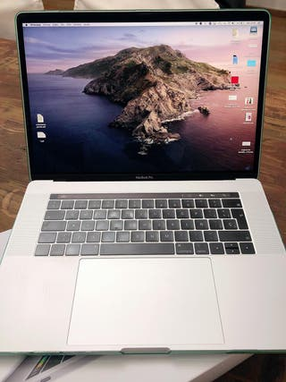 "MacBook Pro 15"" (2018) i7 16 GB"