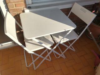 Mesa y sillas terraza o jardín