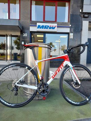 Bicicleta Giant full carbono con Freno de DISCO