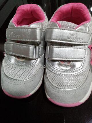 Zapatillas Chicco de niña talla 22
