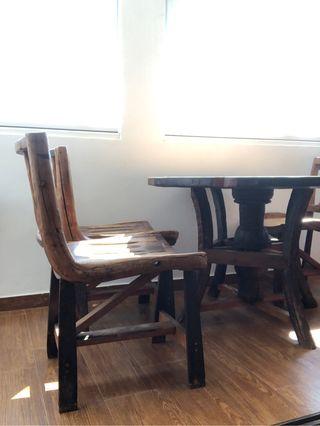 Mesa de madera maciza estilo rústico