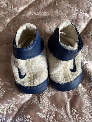 Zapatillas bebé número 17 NIKE