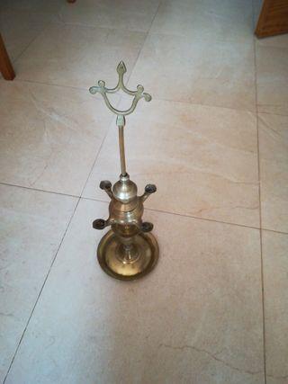 candil de aceite antiguo y es de bronce
