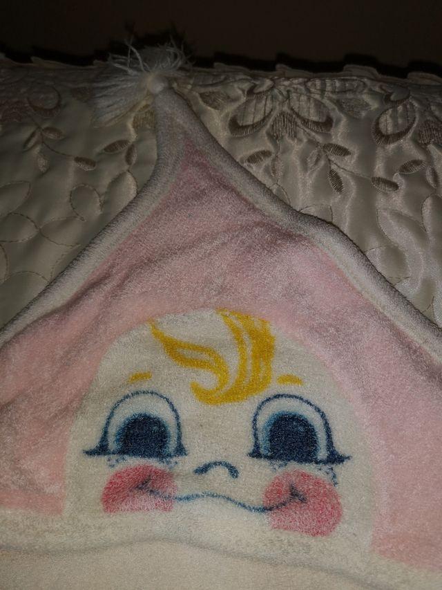Toalla bebé con capucha. Rosa