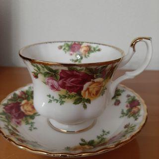 ( 2, tazas de té y 2 platos, ROYAL ALBERT. )
