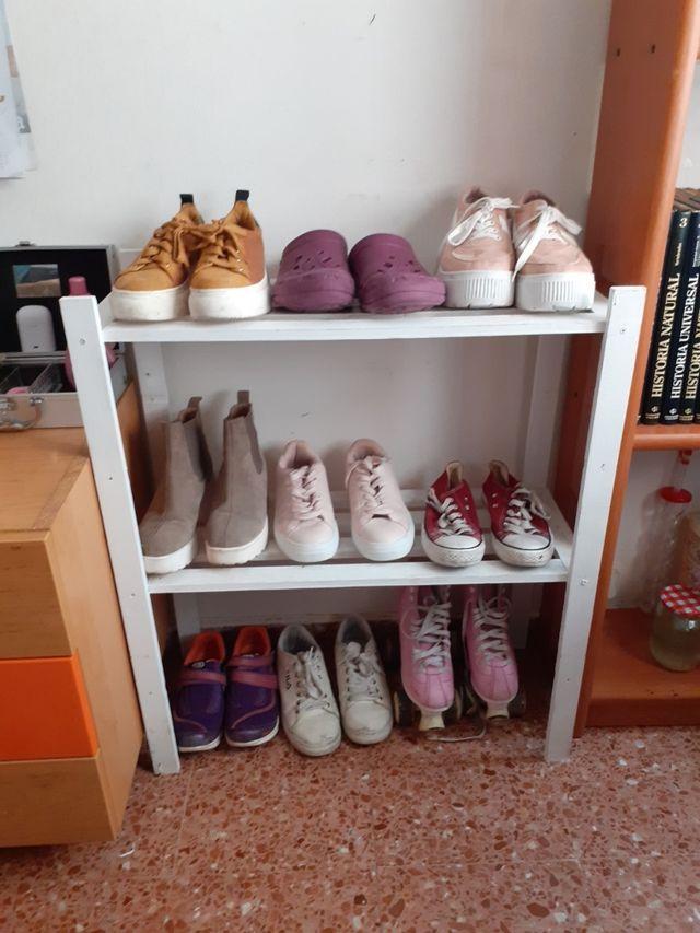 estantería de zapatos
