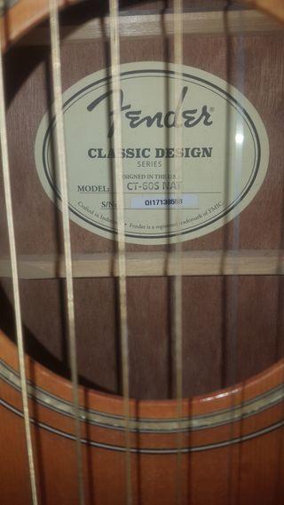 Guitarra acústica Fender.