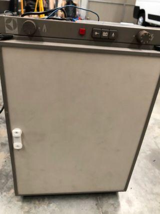 Nevera trivalente electrolux
