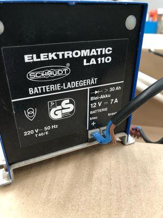Cargador de baterías.