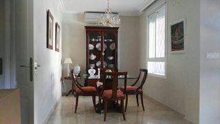 Mesa comedor caobilla y sillas