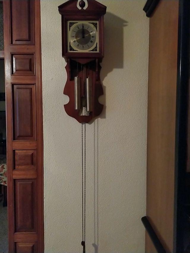reloj de paredes antiguo