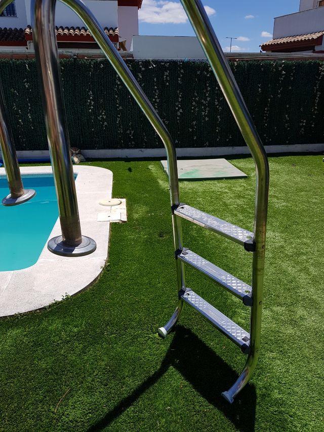 Escalera de piscina
