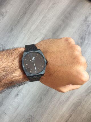Reloj Adidas all Black correa metálica negra