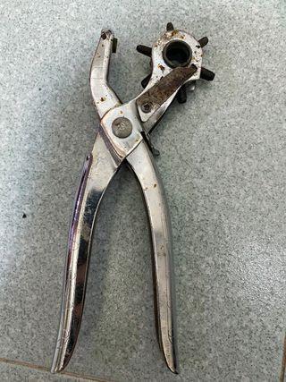 Taladro para cinturones de cuero