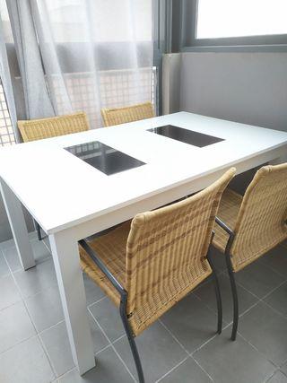 Mesa de comedor blanca y negra