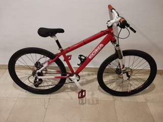 Bicicleta Kona dirt jump.