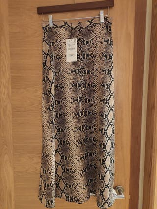Falda de serpiente de Zara
