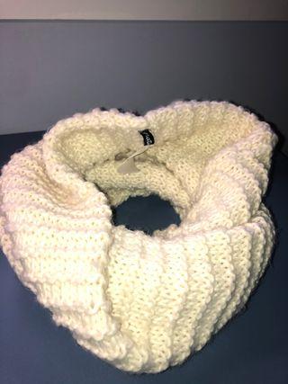Bufanda de cuello blanca