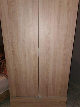 armario madera color roble
