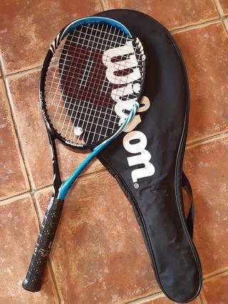 Raqueta tenis Wilson y funda.