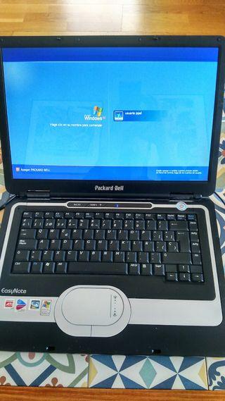 portátil Packard Bell, EasyNote funcionando.