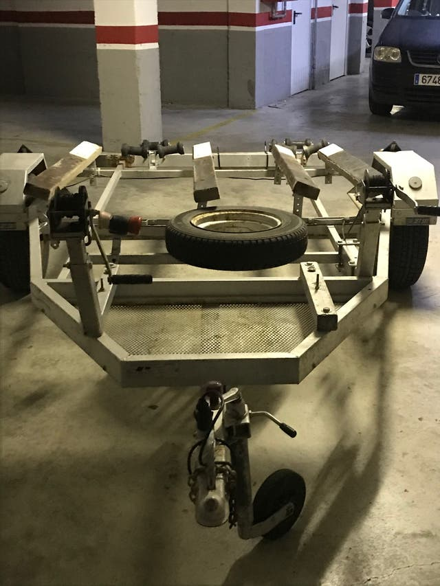 Carro para transportar 2 motos de agua