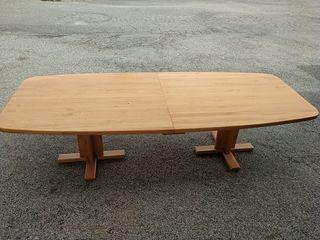 mesa de madera maciza para reuniones