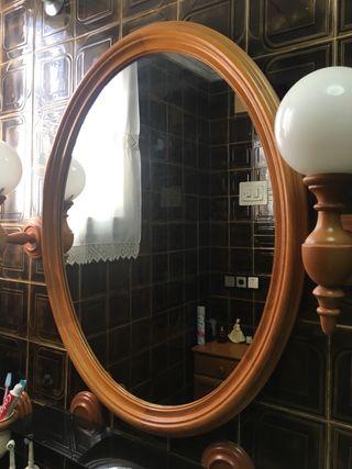 Espejo, apliques y estante para baño
