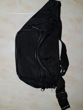 riñonera negra