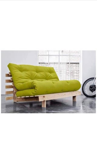 Sofá futon marca Farup. Estilo escandinavo