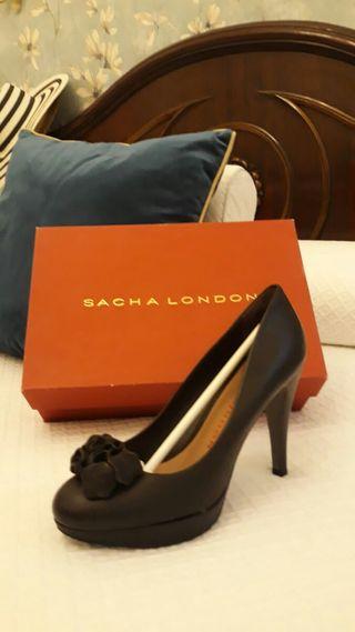 Elegantes zapatos marrón tacón de aguja