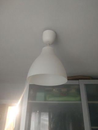 conjunto lámpara de techo y mesa
