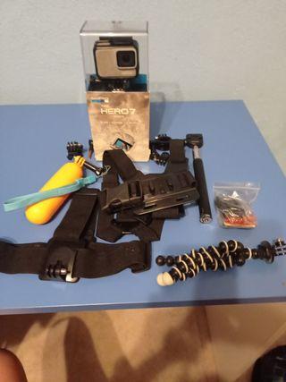 Camara de acción Gopro HERO 7 withe + accesorios