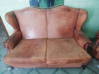 sofa 275€ y butaca 75€ piel vaca, en la Garriga
