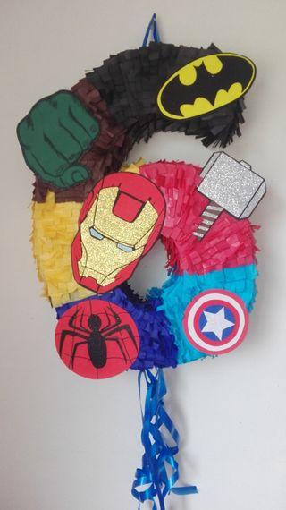 piñatas superheroes